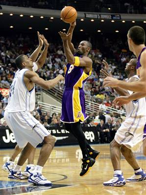 031223_magic_lakers_vmed7p.widec