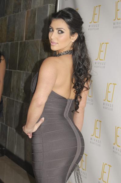 Kim-kardashian-signature-booty-pose