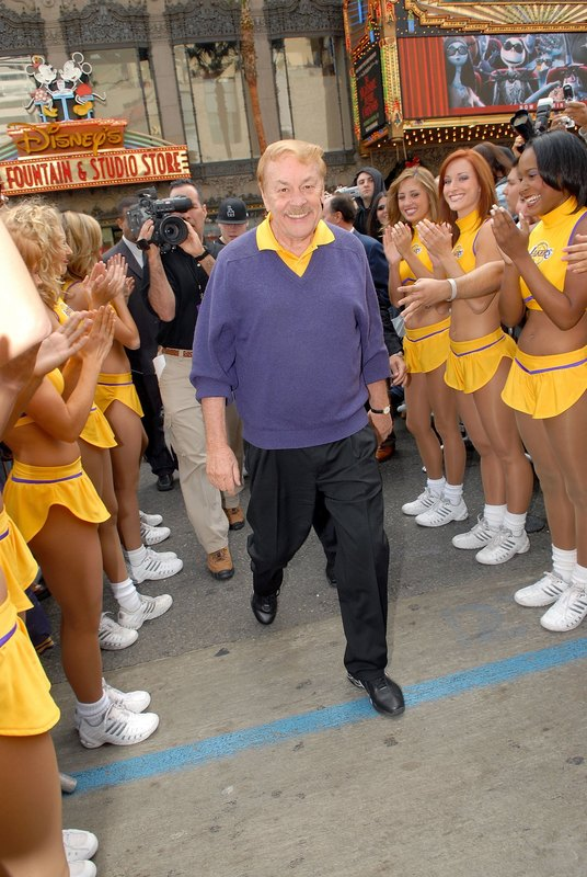 Jerry-buss-laker-girls-full_getty-72291830mc005_dr_jerry_buss_4_48_25_pm